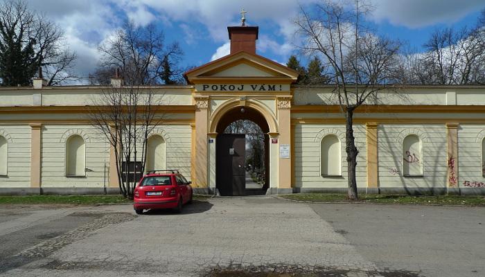 Brána Libeňského hřbitova