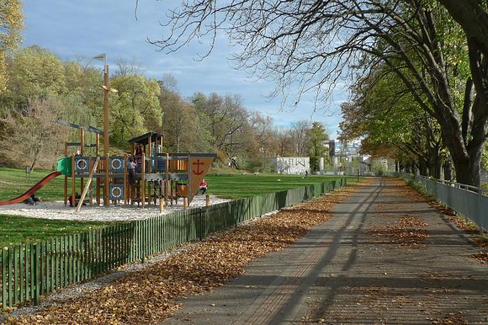 Dětské hřiště v Thomayerových sadech